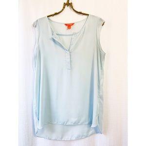 🌸2/$30 flowy, pale blue sleeveless hi-low hem top